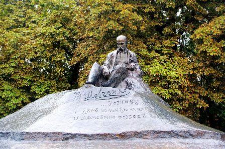 """Пам'ятник Тарасові Шевченку в Ромнах. 1918. Скульптор І. Кавалерідзе Освітній портал """"Академія"""